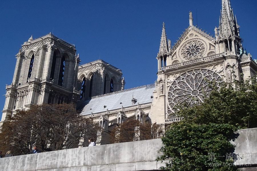 巴黎圣母院<br>